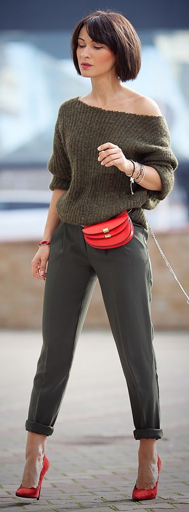 total khaki outfit | bob haircut | chloe georgia belt bag | red bag | red pumps | street style | ootd | spring outfit ideas | ellena galant | galant girl