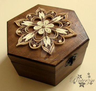 Quilling box by pinterzsu