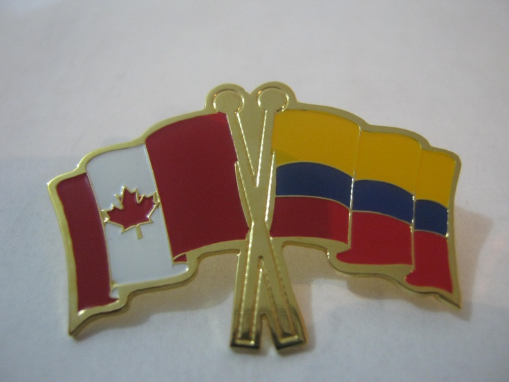 PIN DE SOLAPA BANDERA CANADA Y COLOMBIA, ELABORADO PARA LA EMBAJADA DE CANADA EN COLOMBIA