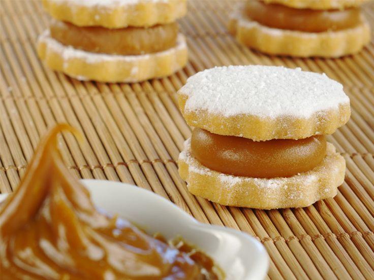 Homemade Alfajores / Manjar cookie recipe | http://ddwcolor.com/alfajor-recipe