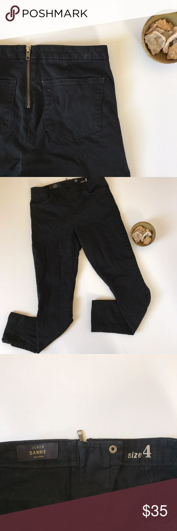 J.Crew Dannie pant 🌻 black back zip skinny size 4 This is a pair of J.Crew Dannie pants in black. They have an adorable zipper at the back, are neutral in color, and have a slim fit. These pants can be dressed up or down, and I have a feeling you'll reach for them often! They are women's size 4. They are gently pre-loved with some light wash-wear, but no major signs of wear 😉. J. Crew Pants Skinny
