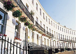 Cheltenham Royal Crescent. CHELTENHAM SPA, GLOUCESTERSHIRE, ENGLAND BEAUTIFUL REGENCY BUILDINGS