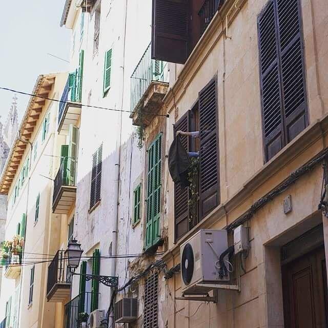 #ropa #streetphotography #usa #barcelona #california #ibiza #newyork #uk #rome #igersworldwide #art #paint #españa #madrid #bellasartes  #dibujar #buenosaires #lisboa #miami #paris #baleares #mallorca #losangeles #manhattan #london #sanfrancisco #palmademallorca #cultura #england #sydney