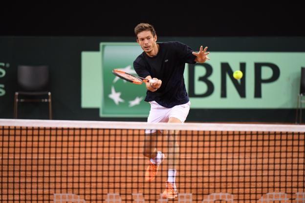 Aligné en double avec Julien Benneteau, Nicolas Mahut a assuré jeudi, après le tirage au sort du quart de finale contre la Grande-Bretagne, que le groupe vivait «très bien» l'absence des Mousquetaires ce week-end, une première depuis 2005..