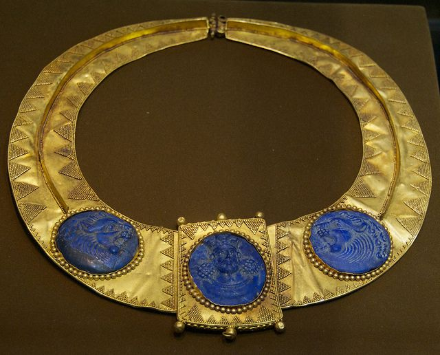 Gold necklace, with king and flanking lions in carved lapis lazuli; Sassanian period, 5th - 6th century A.D.  Gold necklace, with king and flanking lions in carved lapis lazuli; Sassanian period, 5th - 6th century A.D.In the collection of the Reza Abbasi Museum, Tehran.: Carvings Lapis, Ancient Jewelry, Flank Lion, 6Th Century, Lapis Lazuli, Sassanian Periodic, Gold Necklaces, Abbasi Museums, Reza Abbasi