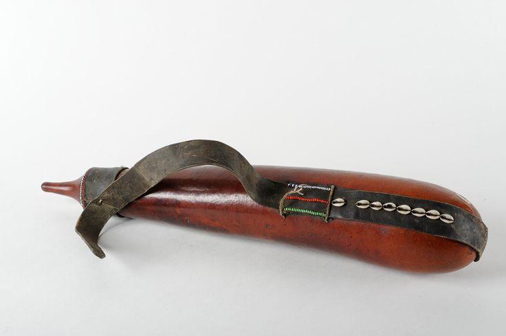 Gourde massai calebasse cuir et cauris kenya http www for Reparation canape cuir paris