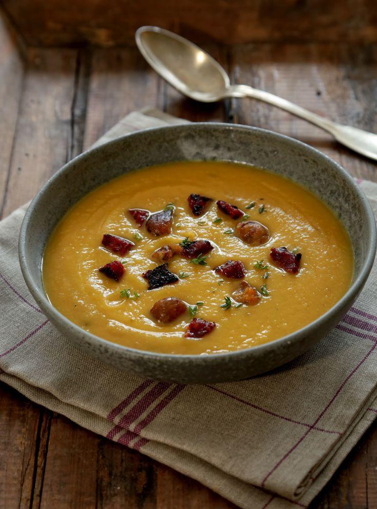 Soupe réconfortante à la courge butternut , aux pois chiches et chorizo