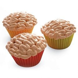 Brains Cupcake - This is kind of what I had in mind to do for this year's Halloween Party.