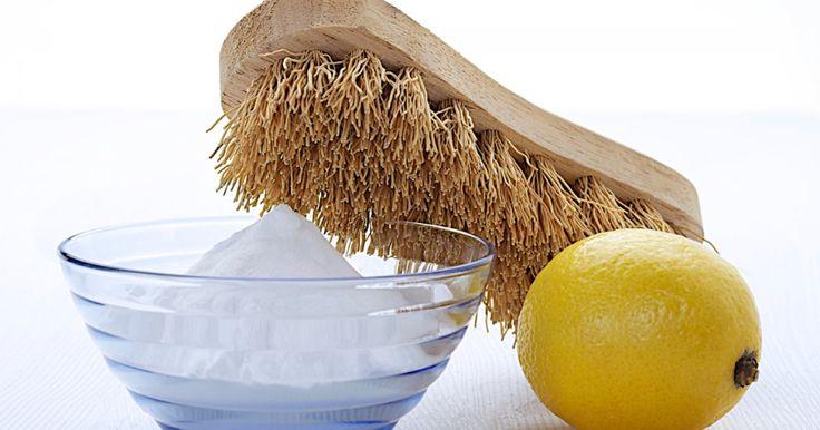 Backpulver für die Fliesen, Cola fürs Klo und Kaffee für den Kühlschrank – Putzen kann so einfach sein und vor allem so chemiefrei.
