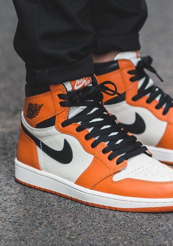 Air Jordan 1 Retro High OG #sneakernews #Sneakers #StreetStyle #Kicks