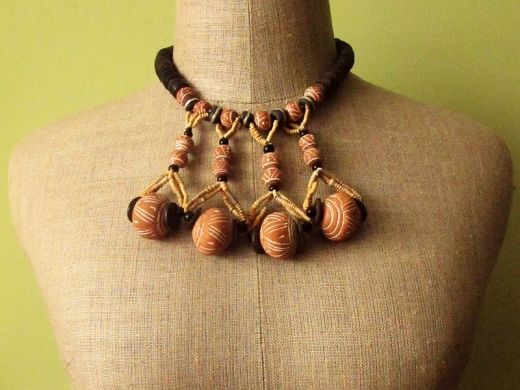 Necklace  http://www.etnobazar.pl/shop/Moringa-art/products/naszyjnik-z-koralikow-z-terakoty-i-koralikow-kofi
