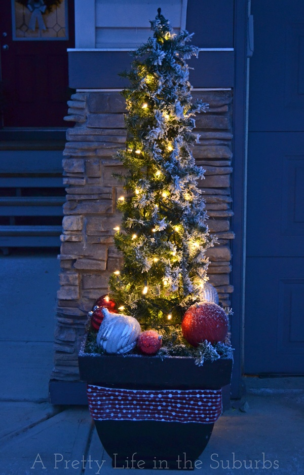 25 best ideas about outdoor christmas trees on pinterest outdoor christmas decor porches. Black Bedroom Furniture Sets. Home Design Ideas