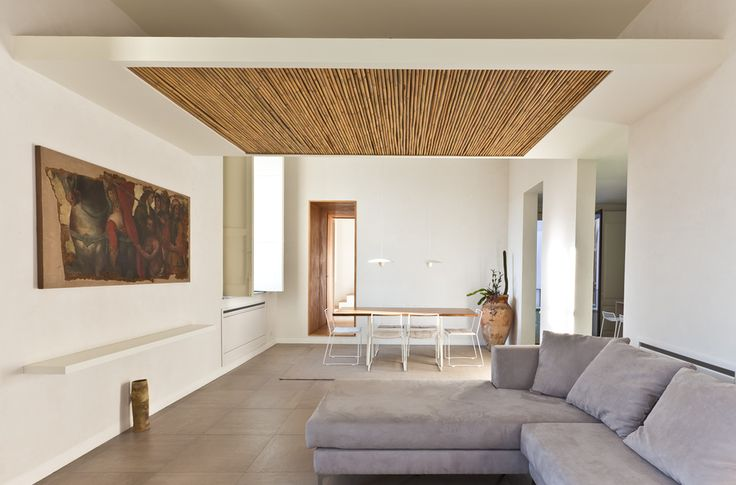 perisanipardo - The living space is virtually divided by the rib with cane stalks, which remind of the traditional false ceilings.