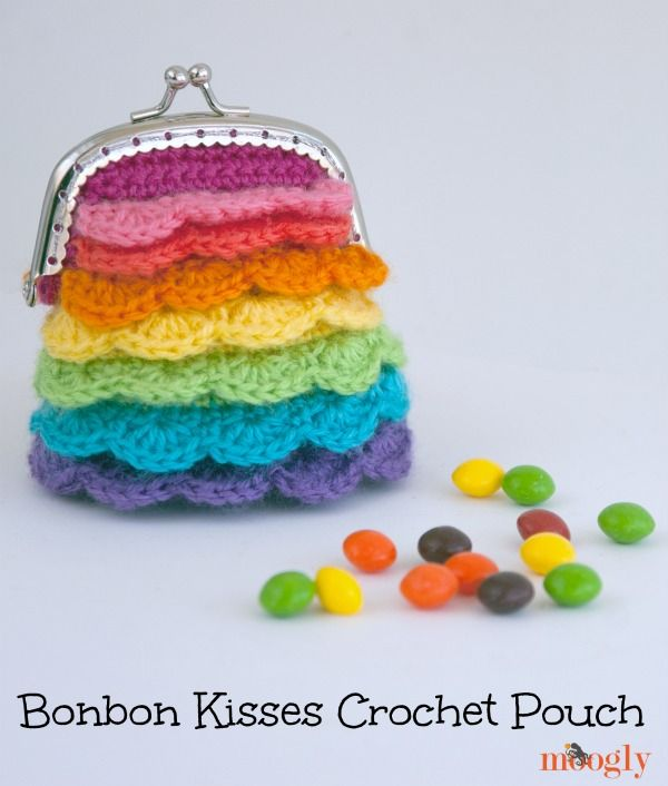Who else is craving Skittles right now? This crochet rainbow purse made with Bonbons by Moogly is too cute!