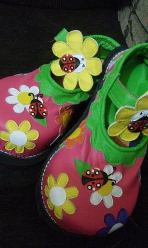 SAPATO DE PALHAÇO...CLOWN SHOES - SAPATOS DE PALHAÇO SAPATOS DE PALHAÇO SAPATOS DE PALHAÇO...................clown's modelo boneca florido com joaninha Sapatos de palhaço profissional Personalizamos modelos Fazemos botas para show Fazemos chaveiros de sapatinho de palhaço SAPATARIA F. CAMPOS Rua José D`Angelo, 26 Bom Pastor Santo André - SP. TEL:11 4426-3871 EMAIL:tomlidy@hotmail.com //www.facebook.com/sapatos.palhaco - Fotolog