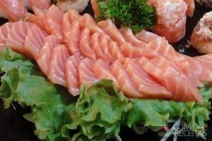 Receita de Sashimi de salmão fresco em receitas de peixes, veja essa e outras receitas aqui!