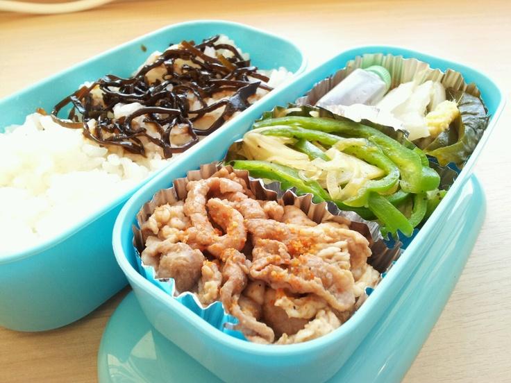2012年2月27日(月)  豚こま生姜焼き,ピーマンと玉葱塩胡椒炒め,白菜漬け物,きゅうり漬け物,塩昆布乗せご飯