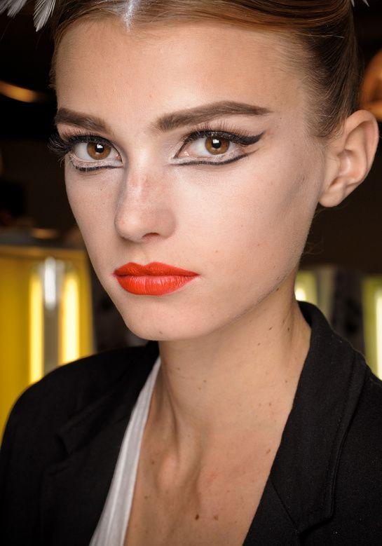 les 25 meilleures id es de la cat gorie maquillage black swan sur pinterest maquillage de. Black Bedroom Furniture Sets. Home Design Ideas