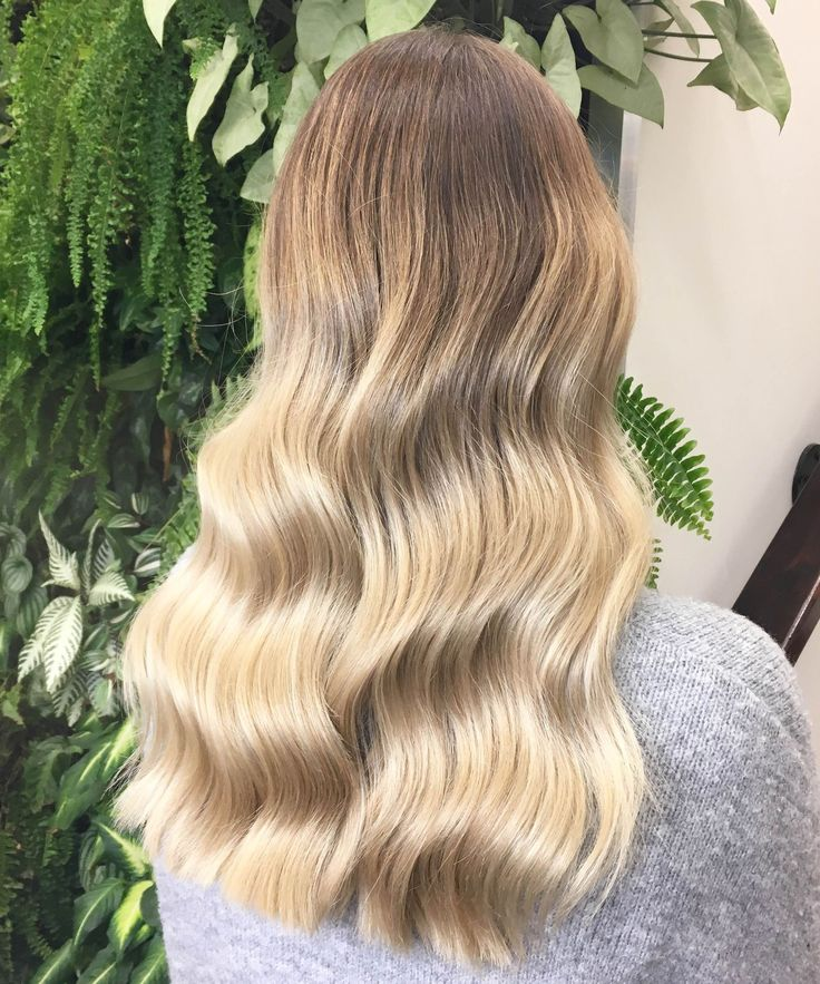 Soft Waves Hair Photos, Instagram Australia Salon | This easy pro trick makes hair so shiny. #refinery29 http://www.refinery29.com/2016/09/122734/soft-waves-hair-trend-instagram-photos