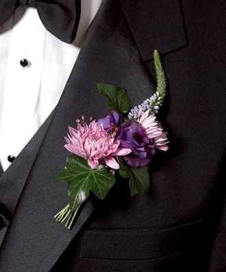 パープル系は華やかでもあり大人っぽい印象。 <結婚式・ウェディング・ブライダルのブートニアまとめ一覧>