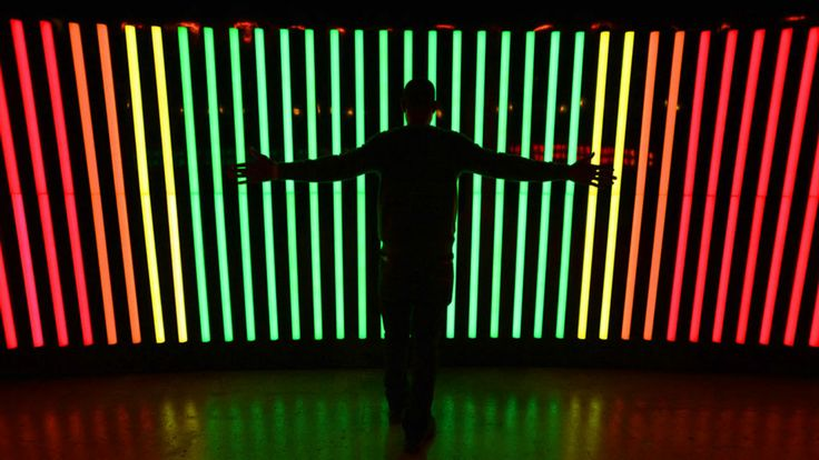 A simple interactive element can add a huge wow factor! Nike FuelBand ›› Motion Wall on Vimeo