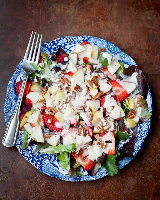 strawberry-pear salad with creamy mustard and fennel pollen dressing (made with coconut milk), #vegan #dairyfree #glutenfree