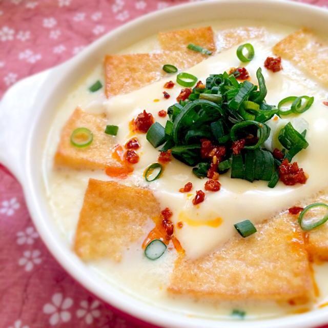 豆乳に豆腐と油揚げを入れて煮込むのが好きで…よく食べてました。 「豆腐と油揚げ入れるんなら、厚揚げだけでもえぇんちゃう?」と閃いたのが始まり そっからはもう、豆乳厚揚げにハマってます。 ほんまにトロトロ〜♡ お酒のアテにも、オカズにもなるし 子供達も大好き(≧∇≦) - 101件のもぐもぐ - とろける♡豆乳厚揚げ。 by yurinecafe