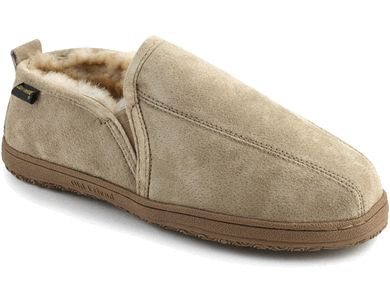 This men's sheepskin slipper features a water resistant suede leather upper and genuine sheepskin lining imported from Australia and New Zealand.
