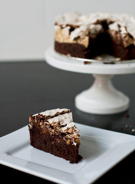 Chocolate & Hazelnut Meringue Cake | http://www.loveandoliveoil.com/2010/09/chocolate-hazelnut-meringue-cake.html