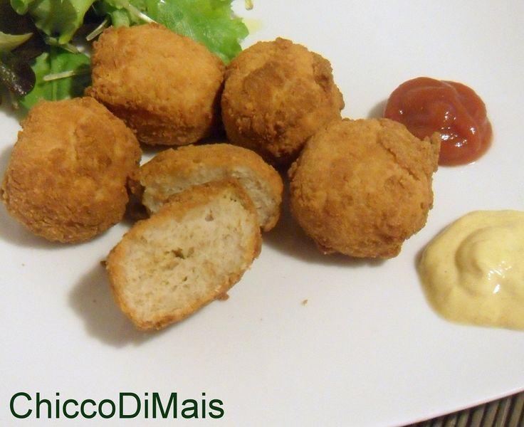 Nuggets di pollo ricetta crocchette di pollo il chicco di mais http://blog.giallozafferano.it/ilchiccodimais/nuggets-di-pollo-ricetta-crocchette-di-pollo/