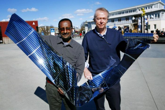 A new breakthrough in polymer photovoltaic cells could pave the way for the development of large-scale, flexible solar devices that are easier to install upon building exteriors.
