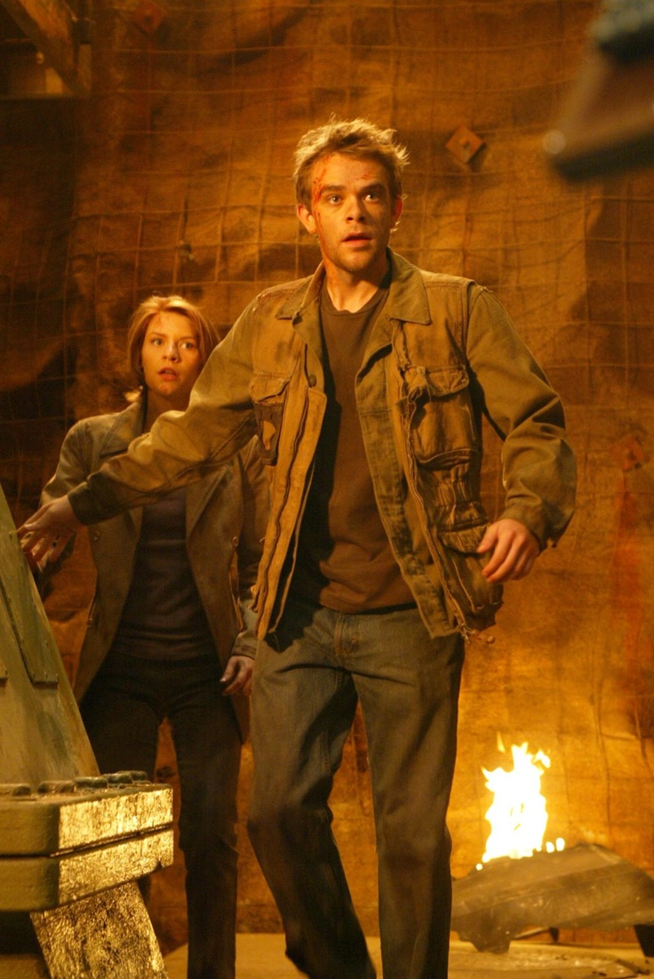 Claire Danes as Kate Brewster and Nick Stahl as John Connor in TERMINATOR 3: RISE OF THE MACHINES (2003).