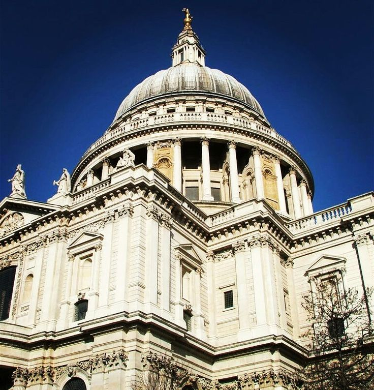 St. Paul's Cathedral, street of London