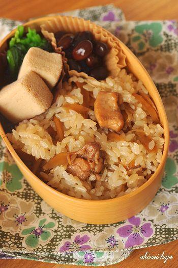 ママ弁「鶏牛蒡の混ぜご飯弁当」 - わくわくキャラクター弁当