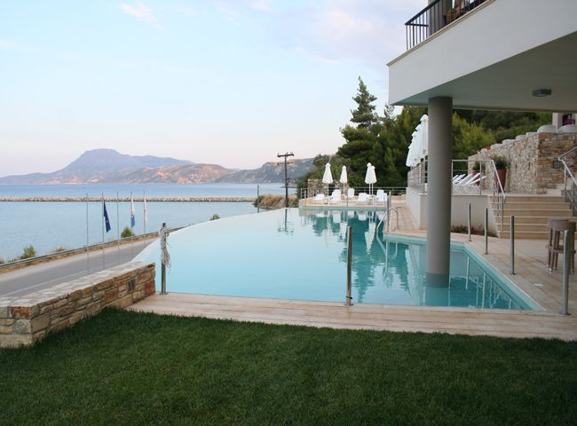 Relax in our deep blue #swimming #pool and let you create a sense of fun and pleasure!