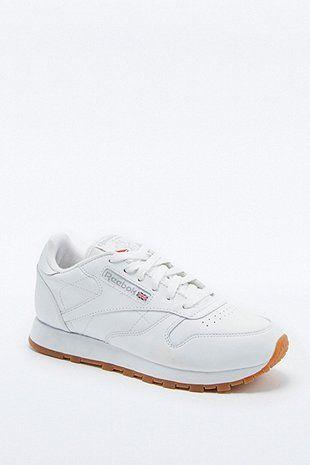 Reebok Classic – Ledersneaker in Weiß mit Gummisohle - Urban Outfitters