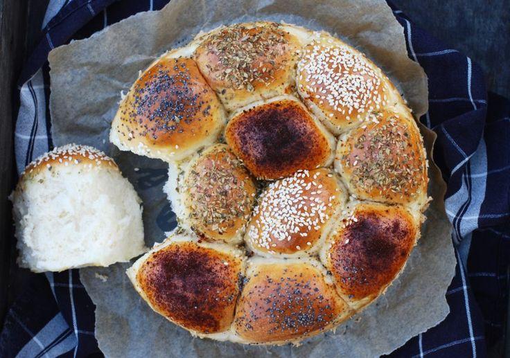 God morgon härliga ni :) Idag har jag bakat bröd för fullt här hemma i köket, och det resulterade i ett galet gott brytbröd som faktiskt var bland det godaste & saftigaste jag smakat på...
