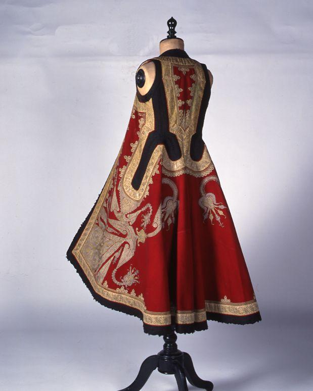 "User Men  Description     Man's ""doulamas"" coat from the Peloponnese.  Size   Date   Chronology 1900"