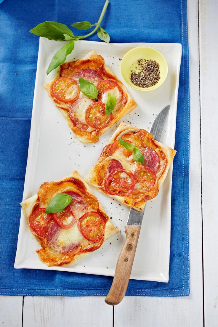Pizza piccola - Mit Salami, Tomaten und Mozzarella