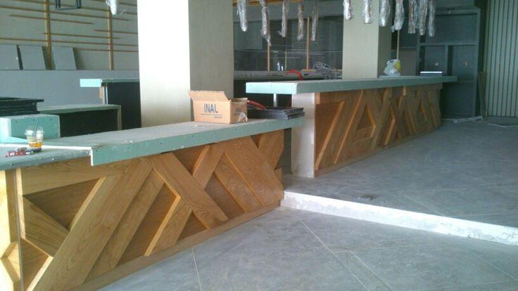 Επένδυση μπάρας από μασιφ ξύλο καστανιά