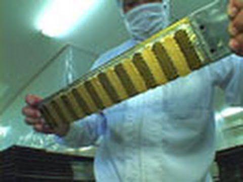 2006年 14分 シリーズ「ザ・メイキング」。身近な製品がどのような技術を使ってつくられていくのかを、追い、モノの成り立ちと科学技術の関わりを伝えます。今回は、麦わら帽子です。材料には、組紐状に編んだ『真田』(さなだ)を使います。ミシンで縫いながら形をつくり、専用のプレス機で形を整えます。プレス機は、上がゴムの...