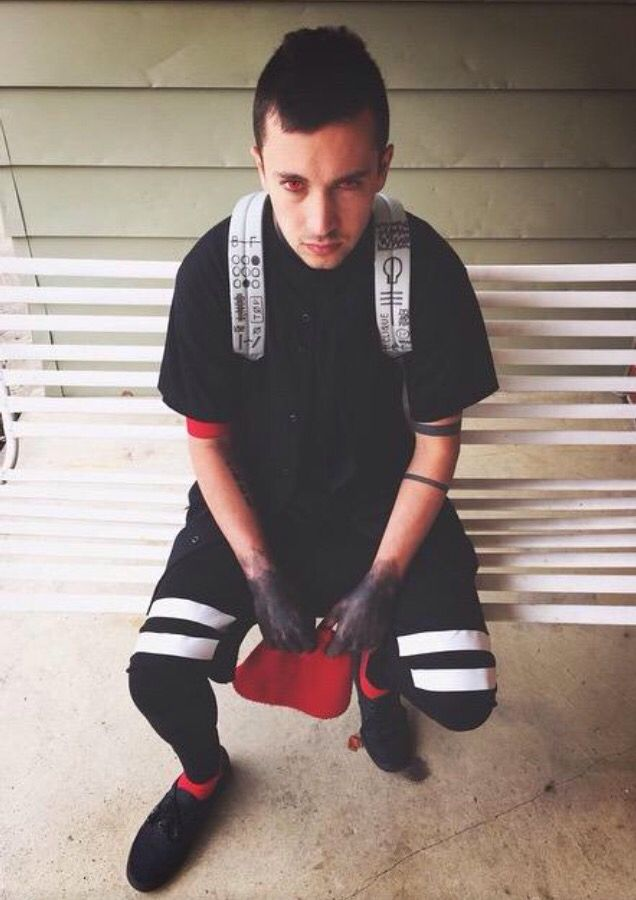 Tyler Joseph // could he get any cuter? If I ever found a guy who was like Tyler I would have found my soul mate!