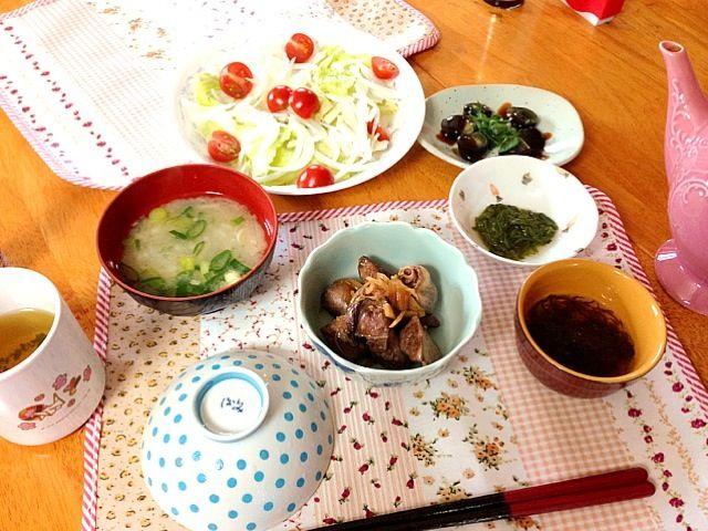 今日も肝煮に挑戦! どちらかと言うと前の方が美味しかったかな〜 - 6件のもぐもぐ - 肝煮(レバー、ハート)、ピータン、大根のお味噌汁、もずく、めかぶ、サラダ by m2chibi