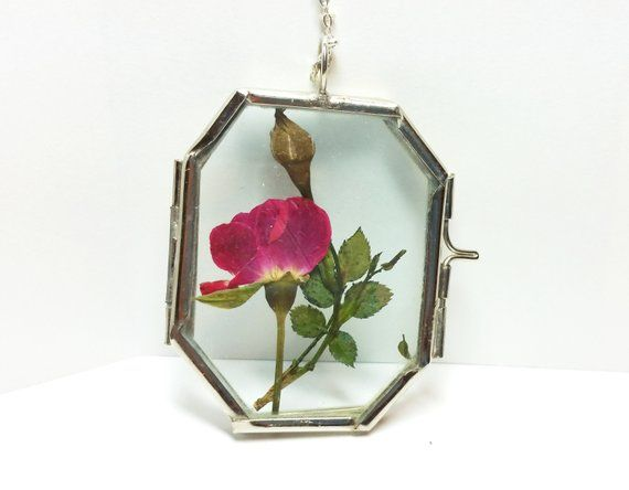 Real Rosebud Necklace Real Rose And Baby Breath Glass Etsy Bridesmaid Flowers Pressed Flower Necklace Single Red Rose