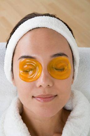 Большинство из нас не знает, что кожа начинает стареть после того, как исполнится 40-45 лет. В это сложно поверить, правда? В настоящее же время первые морщинки у многих женщин появляются гораздо раньше — после 25 лет.