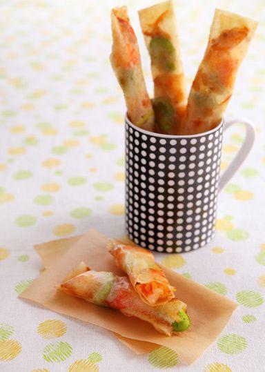 えびの赤とそら豆の緑が春らしい、スティック状の春巻きです♪お好みで酢じょうゆをつけても美味しくいただけます!