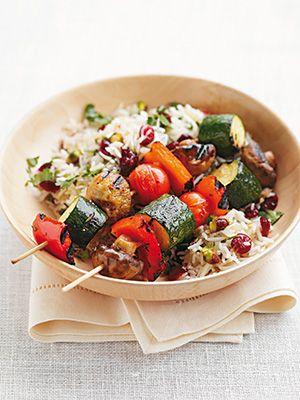 Рецепт «Овощные шашлычки с рисом» из книги «100 вегетарианских блюд». Этот рецепт из раздела «Вегетарианские блюда». #recipe #cookbooks #cookbooksru