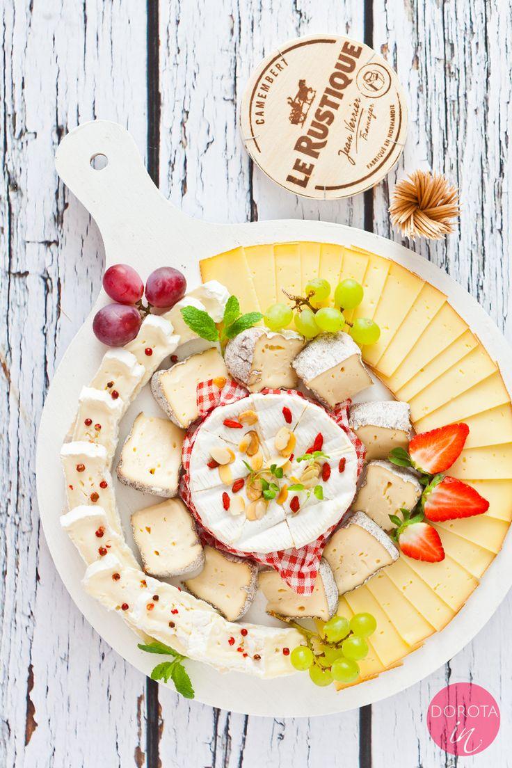 Elegancka deska serów i poradnik o komponowaniu smaków oraz dodatków.  http://dorota.in/elegancka-deska-serow/  #food #przepis #kuchnia #lerustique #recipe #howto #ser #cheese