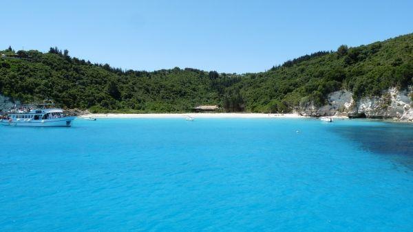 Towards a hidden cove in Antipaxos island