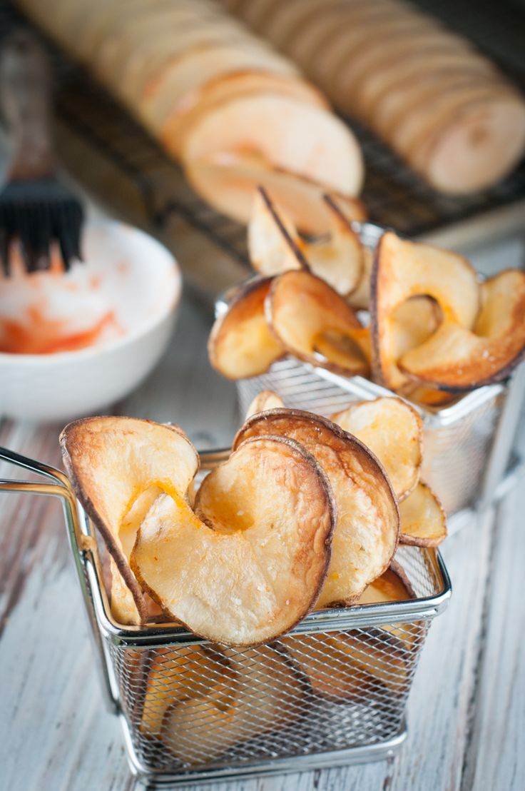 Can you have fun making food? We think so! Try our new Peri Peri Spiralizer Baked Potato Chips. These chips are flavourful and taste great as a side with chicken, steaks or pork chops. They're a great snack on their own as well! The spiralizer provided to us by our friends at KitchenAid Canada. http://www.kitchenaid.ca/en_CA/shop/-[KSM1APC]-5555596/KSM1APC/